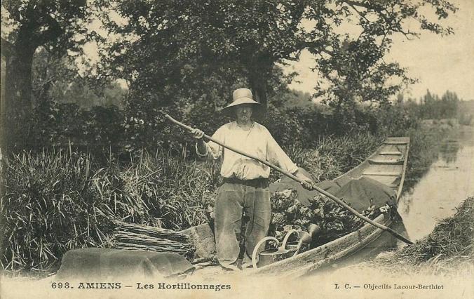 Rivery Hortillon sur sa barque